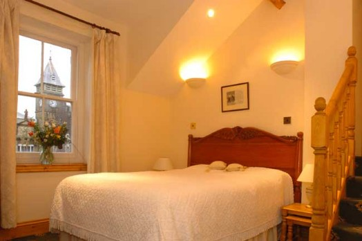 Room 27 en-suite, at Craig y Nos Castle
