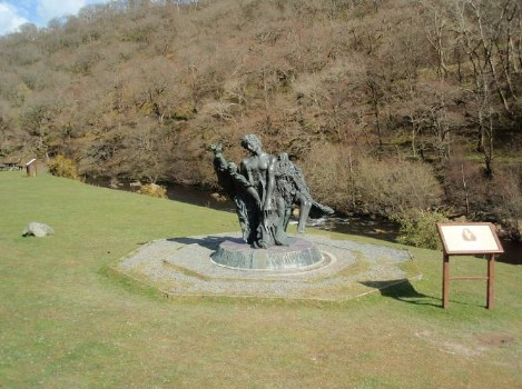 Dog walking Wales -  Elan Village Reservoirs visitors centre statue