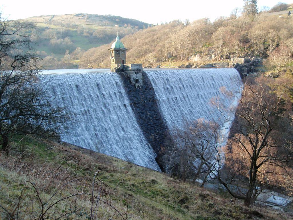 Elan Village Reservoirs, Pen y Garreg dam water spilling over dam