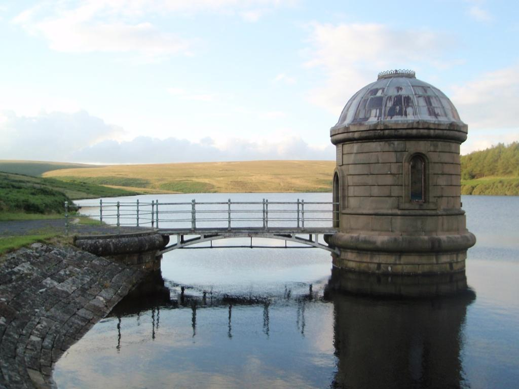 Upper Lliw Reservoir dam and observatory
