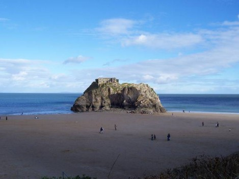 Dog Friendly B&B Wales - a dog's day out in Tenby, the big rock on the bay at Tenby